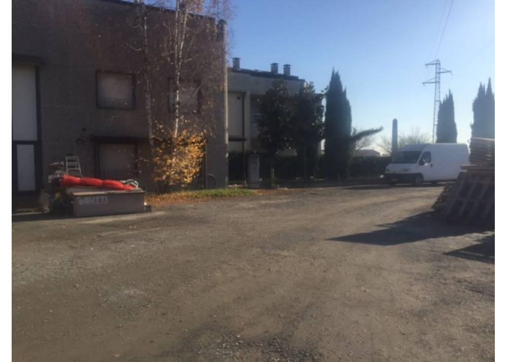 Vendita Locale Commerciale a Parma Via dei Carrettieri  di 260 mq