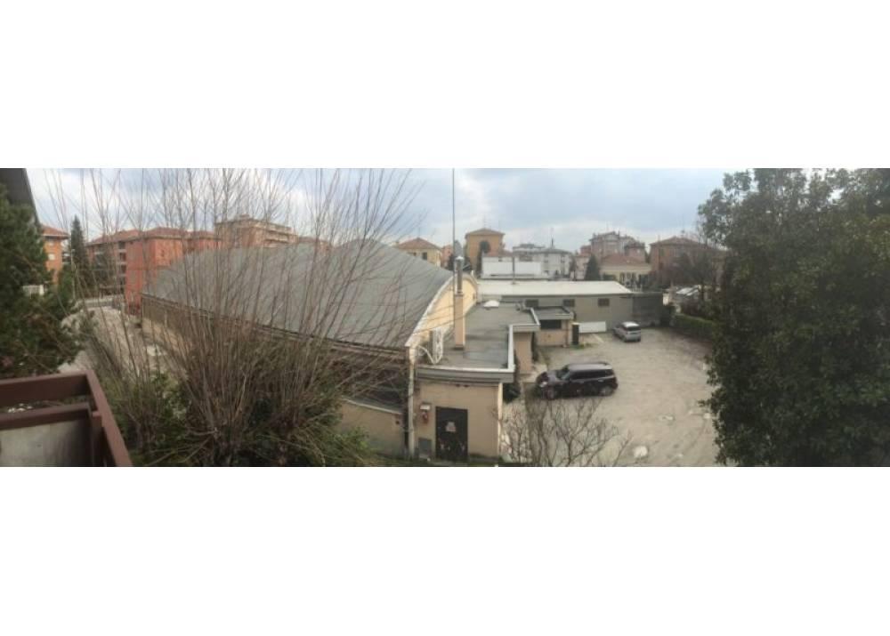 Vendita Locale Commerciale a Parma monolocale Q.re San Leonardo di 590 mq