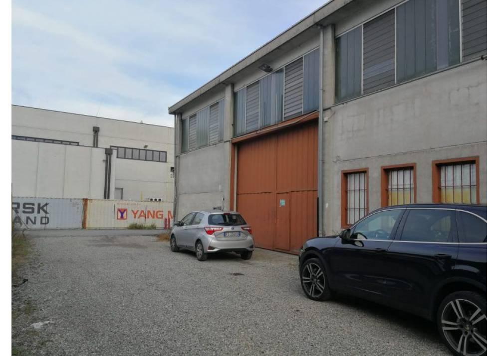 Affitto Locale Commerciale a Parma monolocale Spis di 600 mq