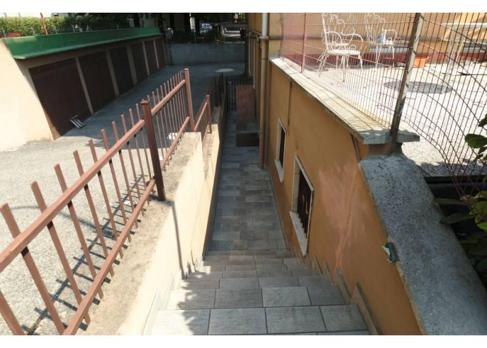 Vendita Locale Commerciale a Parma monolocale Q.re San Lazzaro di 90 mq