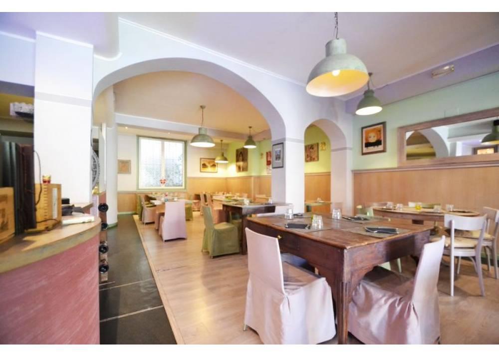 Vendita Locale Commerciale a Parma monolocale  di 167 mq
