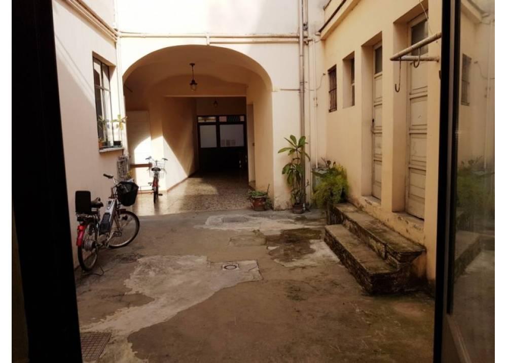 Vendita Locale Commerciale a Parma Strada Nuova Parma centro di 167 mq