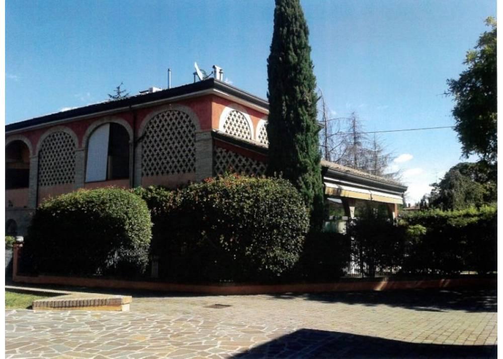 Vendita  a Parma quadrilocale  di 200 mq