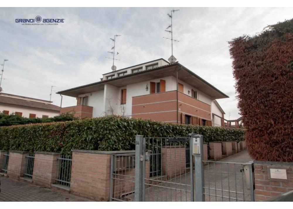Vendita Villa a Montechiarugolo   di 270 mq