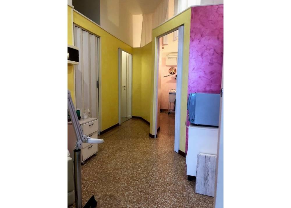 Vendita Negozio a Parma monolocale San Leonardo di 47 mq