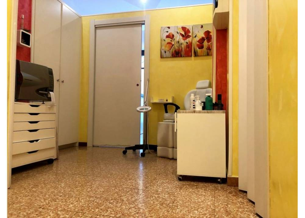 Vendita Negozio a Parma monolocale San Leonardo di 38 mq