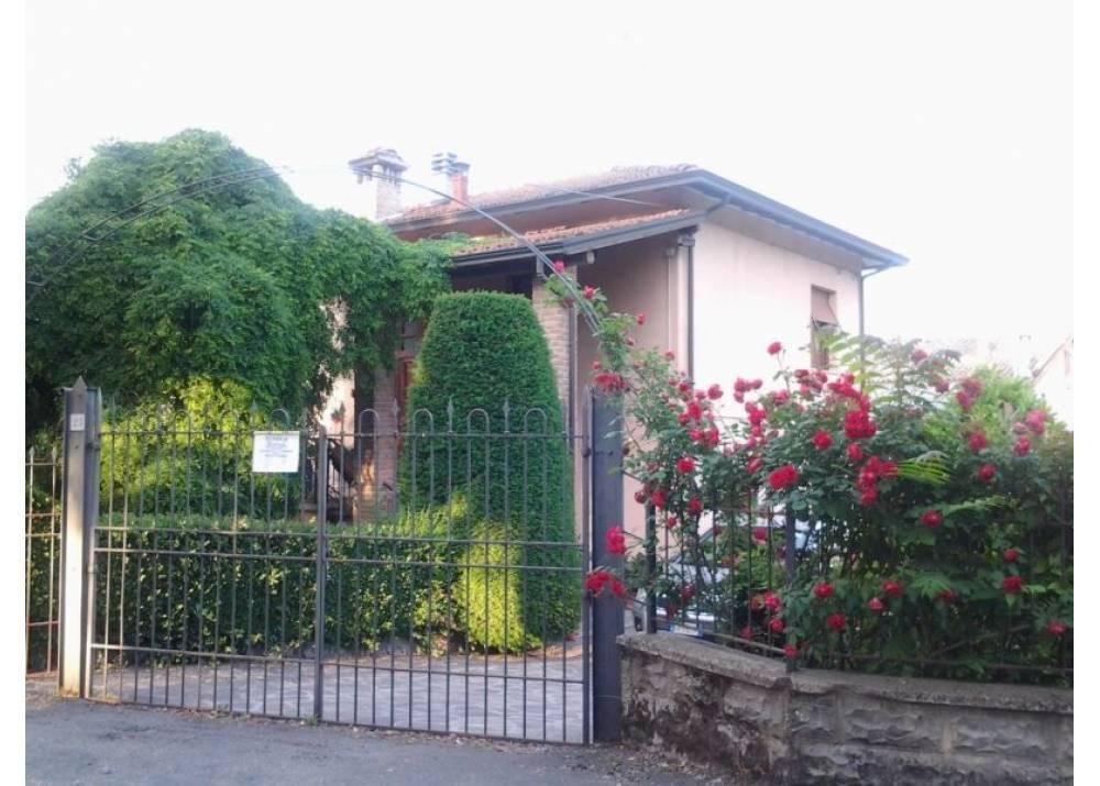 Vendita Casa Indipendente a Traversetolo Via dei Baratti  di 274 mq