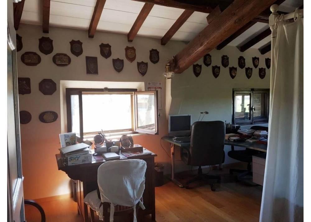 Vendita Villa a Sissa quadrilocale  di 225 mq