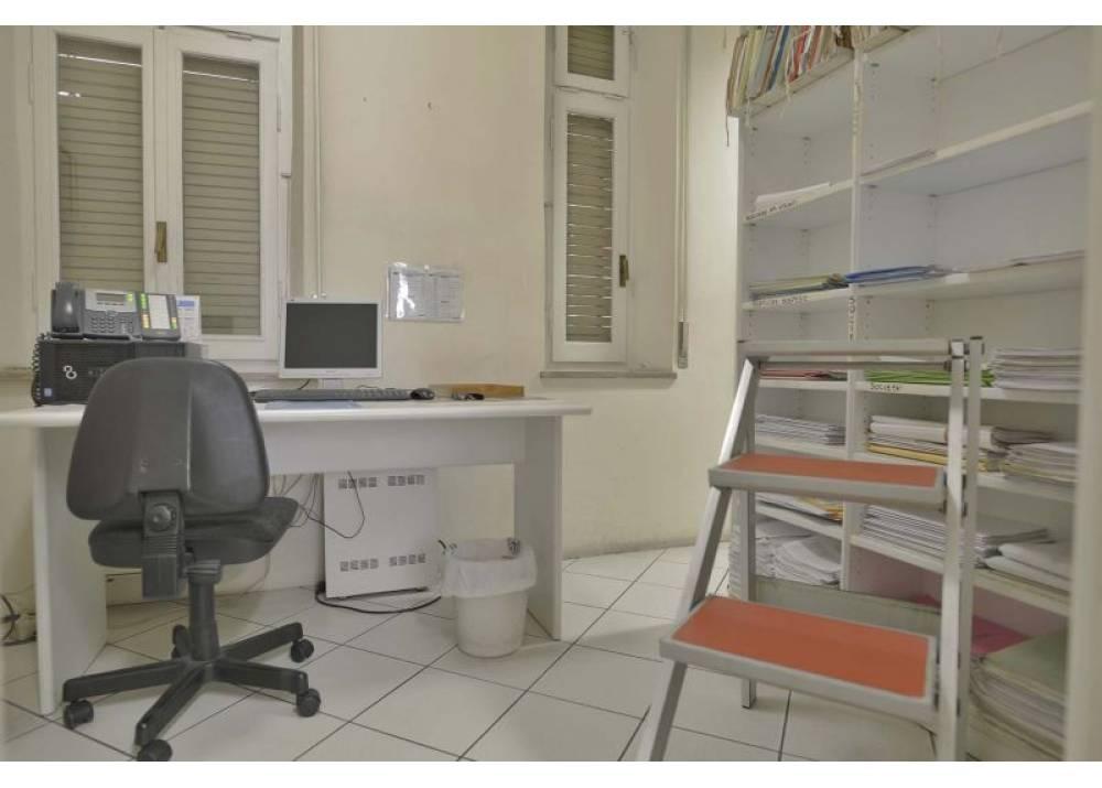 Vendita Locale Commerciale a Parma Via Giuseppe Verdi Centro Storico- Stazione di 77 mq