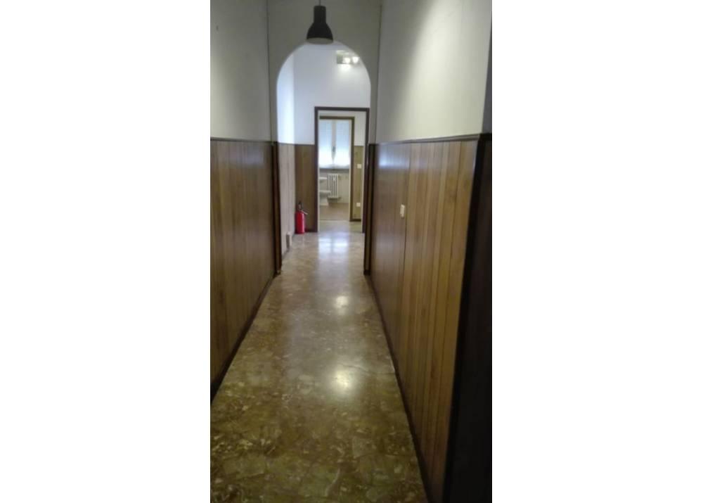 Affitto Locale Commerciale a Parma Via M. Valenti Lat. Via Venezia di 80 mq