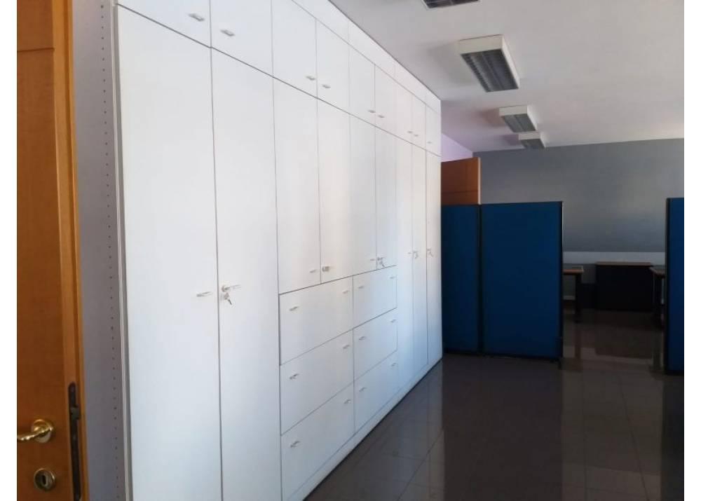 Affitto Locale Commerciale a Parma monolocale  di 300 mq
