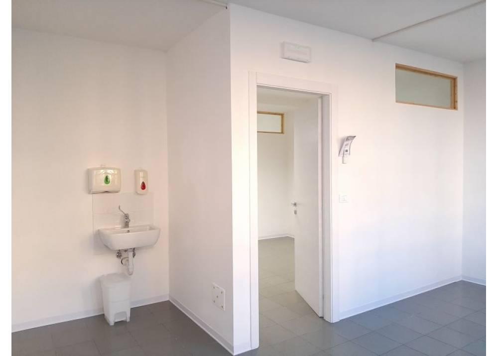 Affitto Locale Commerciale a Parma monolocale Prati Bocchi - Ospedale di 70 mq