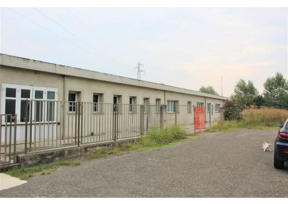 Vendita Locale Commerciale a Parma monolocale Benedetta di 440 mq