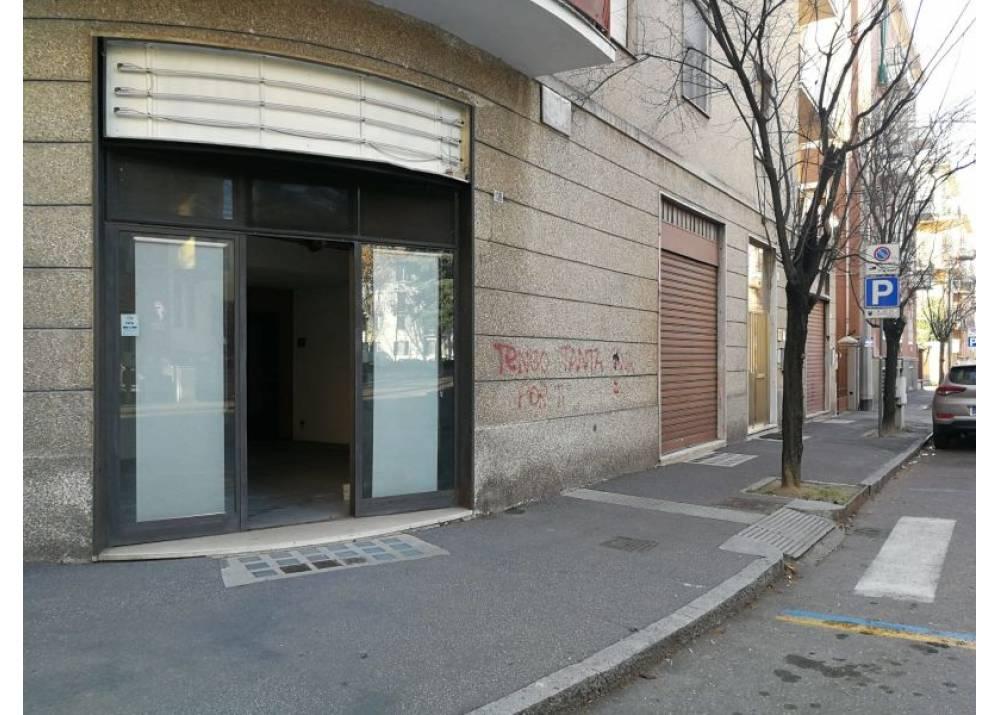 Vendita Negozio a Parma monolocale Zona Ospedale di 94 mq