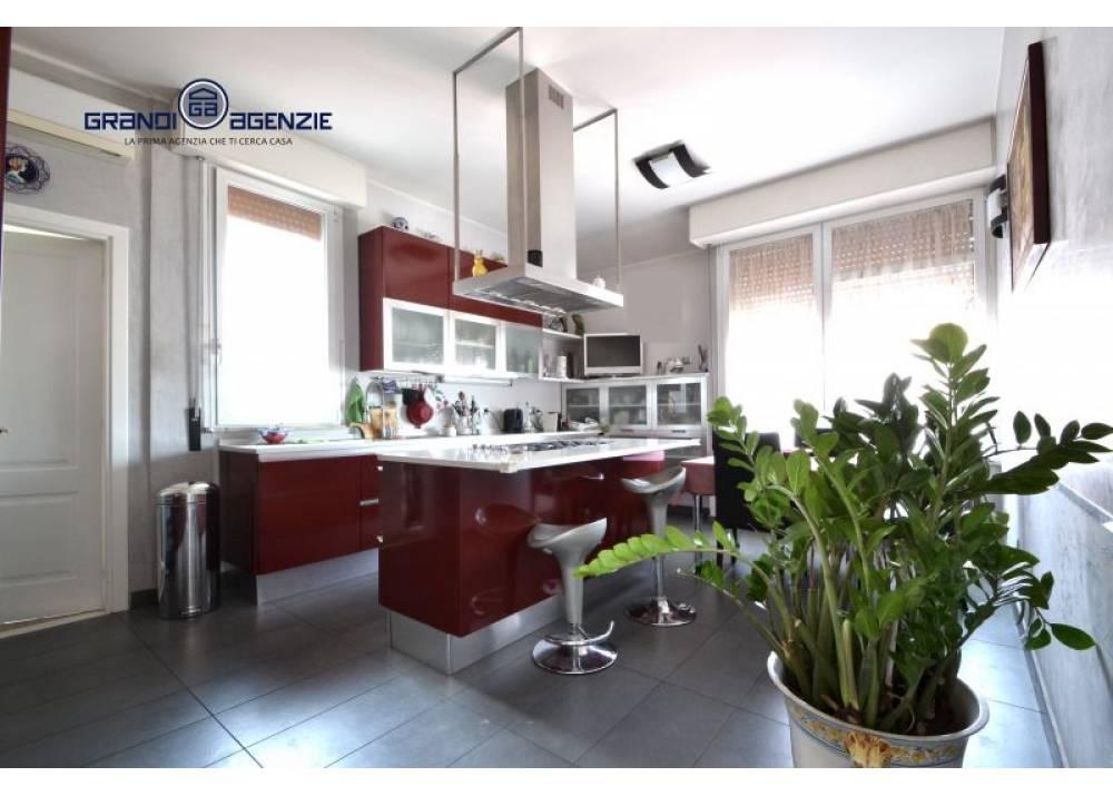 Vendita Appartamento a Parma quadrilocale  di 200 mq