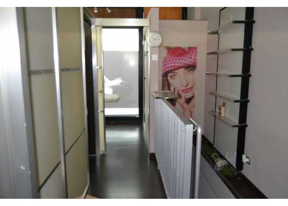 Affitto Negozio a Parma monolocale Ospedale di 80 mq