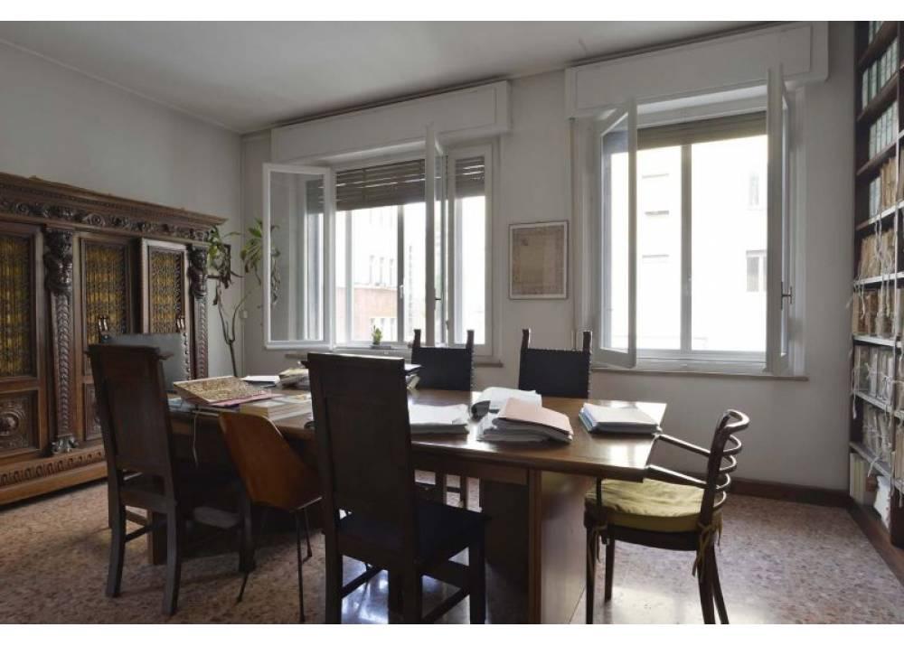 Vendita Appartamento a Parma quadrilocale Parma centro - Stazione di 135 mq