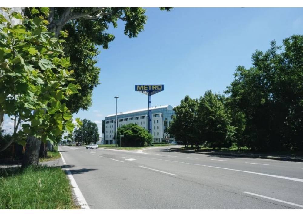 Vendita Locale Commerciale a Parma monolocale Q.re Paullo di 275 mq