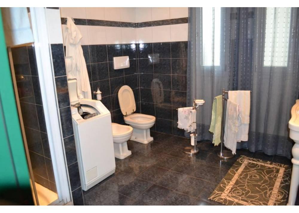 Vendita Appartamento a Parma Via Ruggero da Parma PratiBocchi di 211 mq