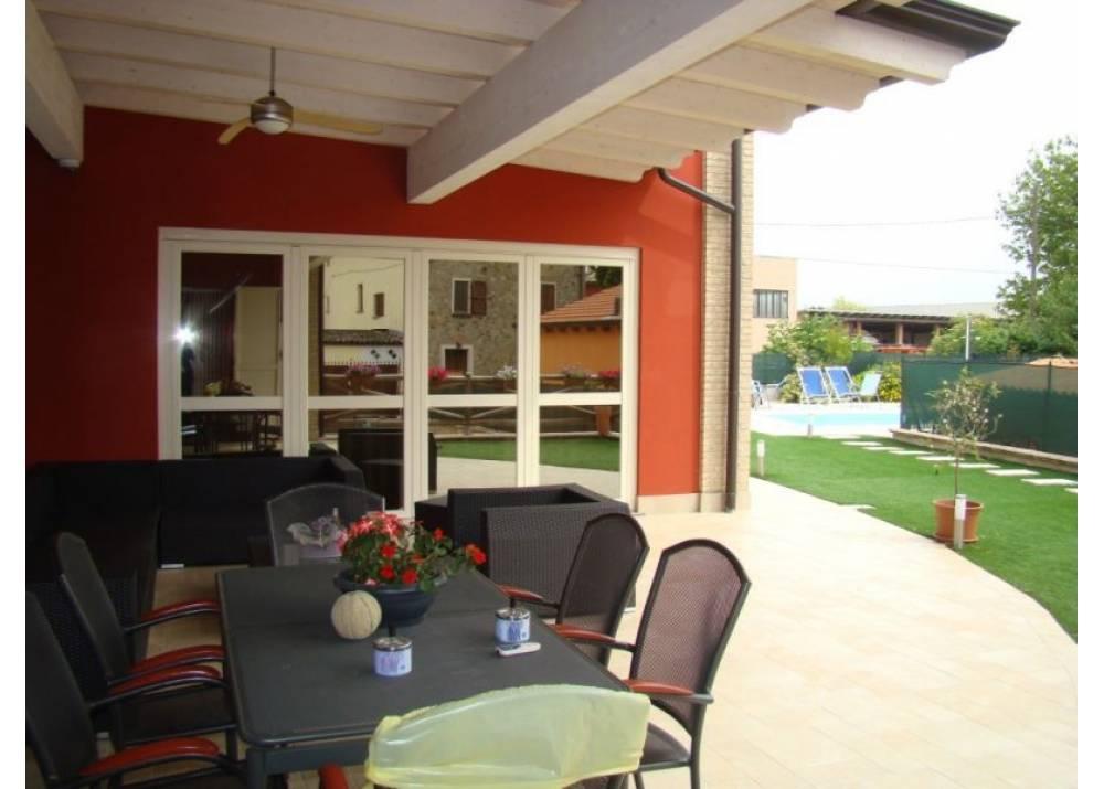 Vendita Villa a Montechiarugolo   di 400 mq