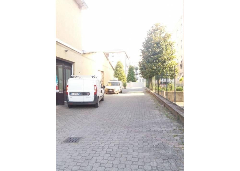 Affitto Locale Commerciale a Parma monolocale Zona Ospedale - Oltretorrente di 170 mq