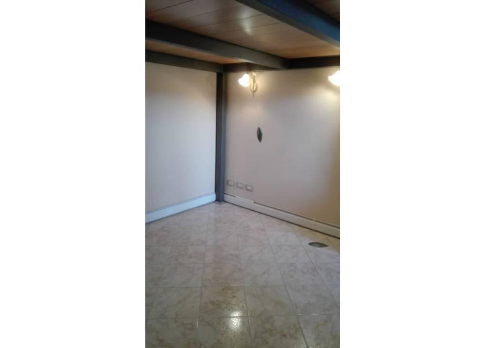 Affitto Locale Commerciale a Parma monolocale Barilla Center di 25 mq