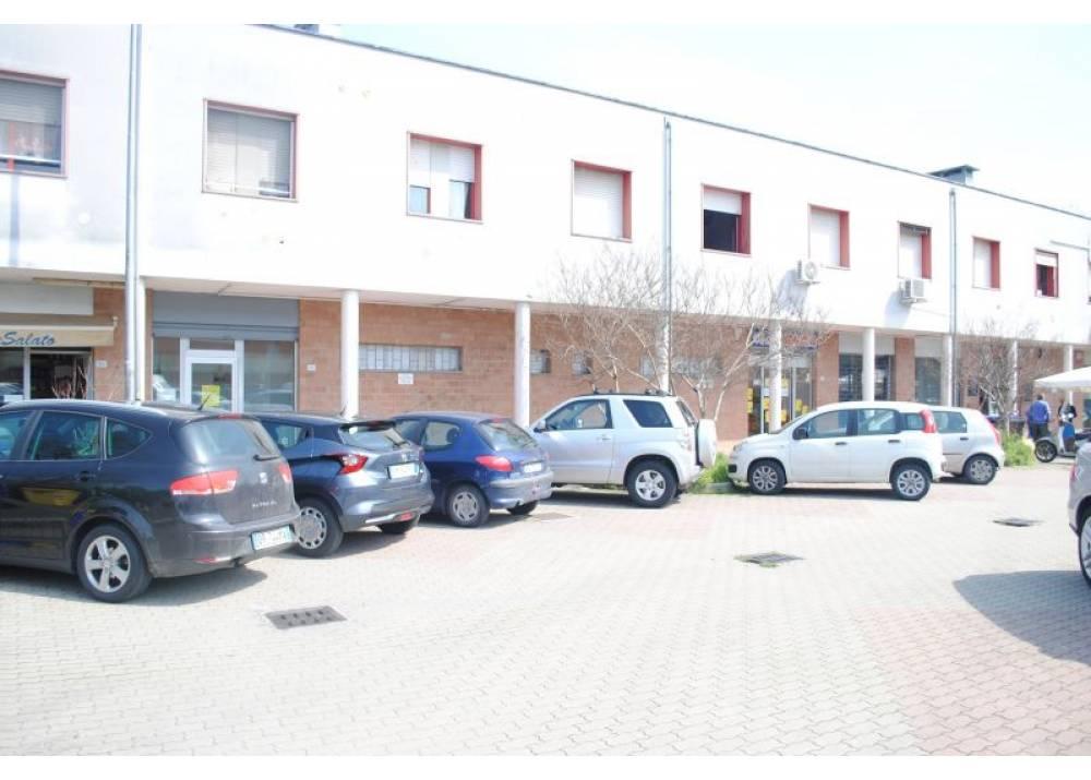 Vendita Locale Commerciale a Parma monolocale Montanara/Cinghio di 246 mq