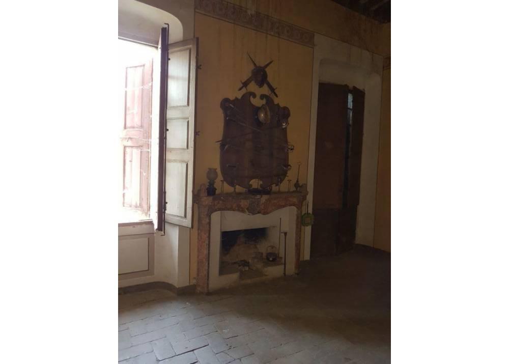 Vendita Casa Indipendente a Roccabianca   di 650 mq