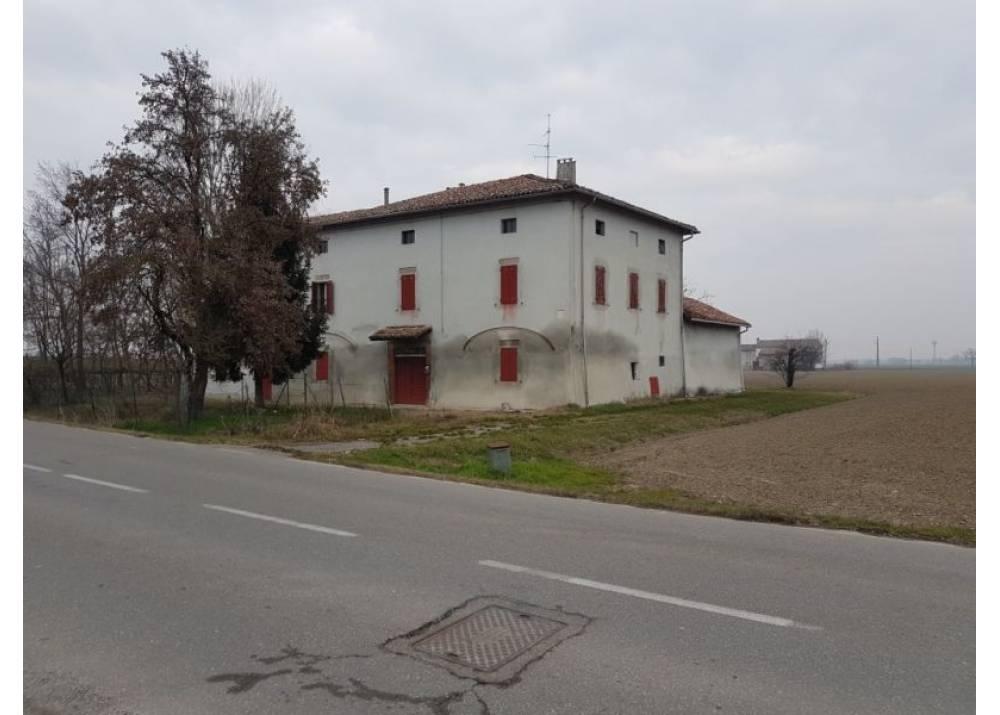 Vendita Villa a Trecasali   di 530 mq