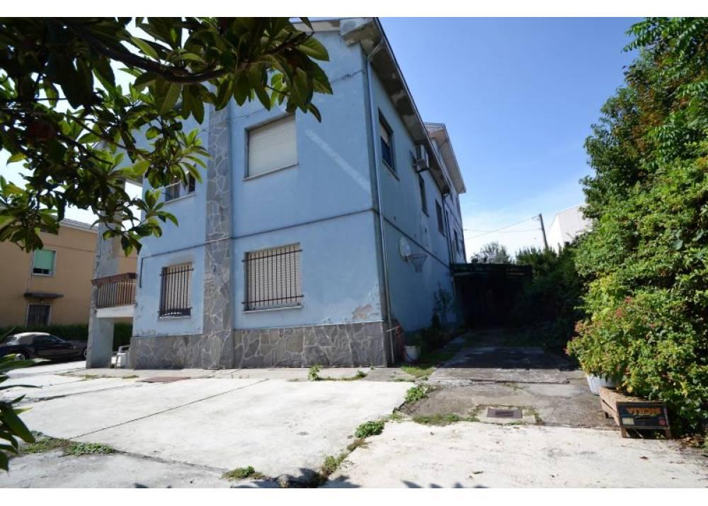 Vendita Casa Indipendente a Parma  San Leonardo/Paradigna di 270 mq