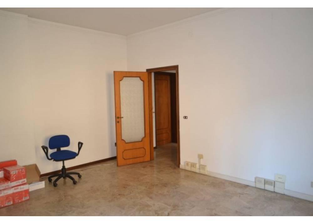 Affitto Locale Commerciale a Parma monolocale Centro storico di 55 mq