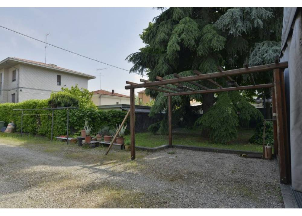 Vendita Casa Indipendente a Parma   di 210 mq
