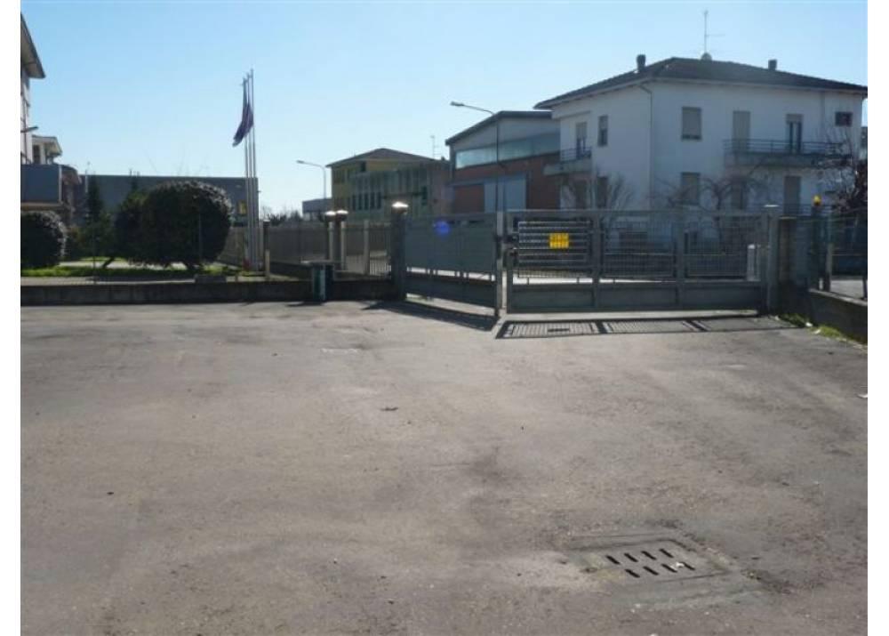 Vendita Locale Commerciale a Fontanellato Via Don Lorenzo Milani Sanguinaro di 570 mq
