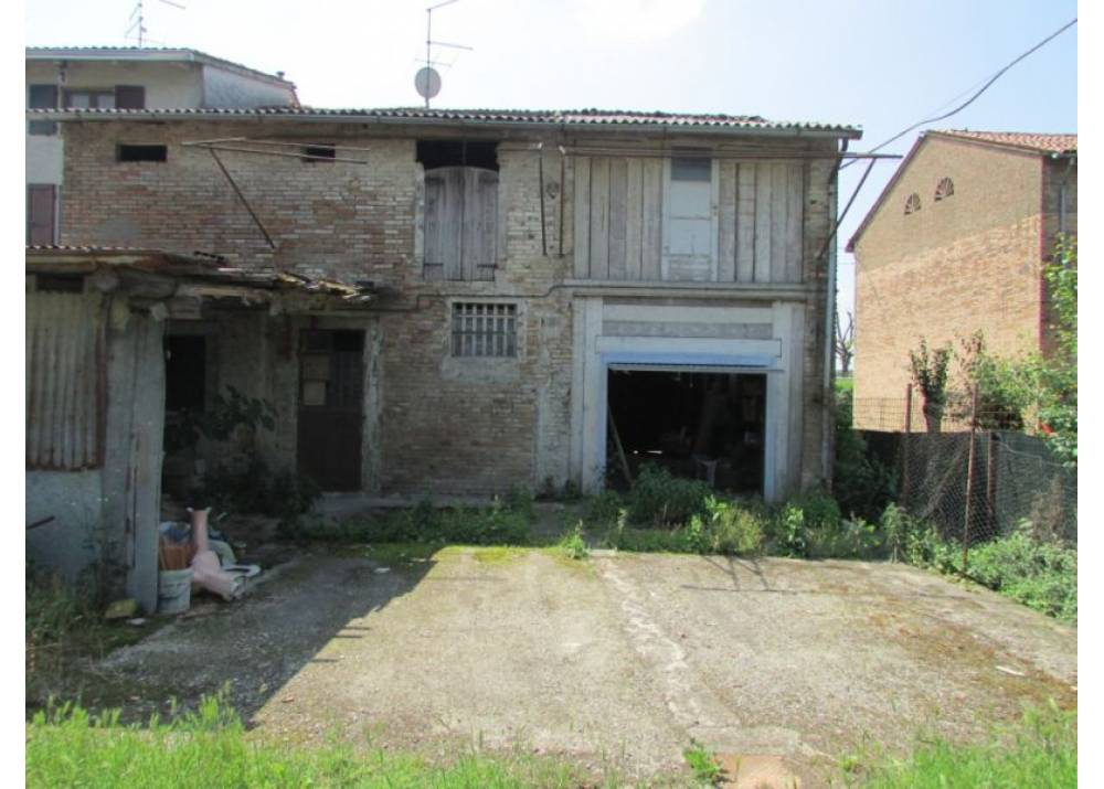 Vendita Casa Indipendente a Mezzani quadrilocale  di 225 mq