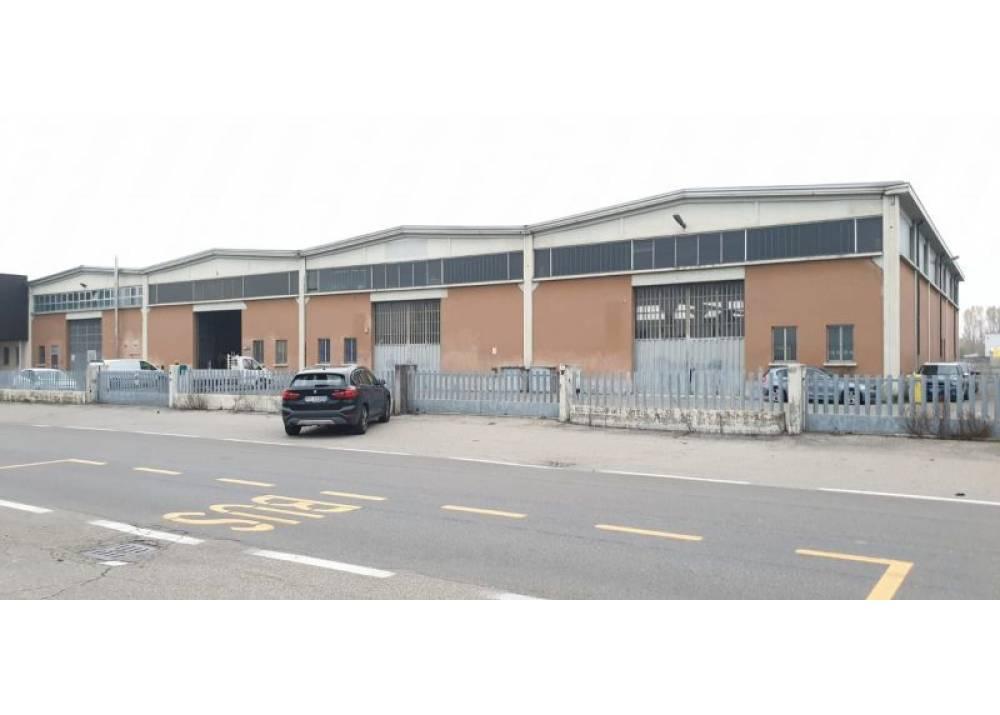 Vendita Locale Commerciale a Parma monolocale Q.re Moletolo di 2200 mq