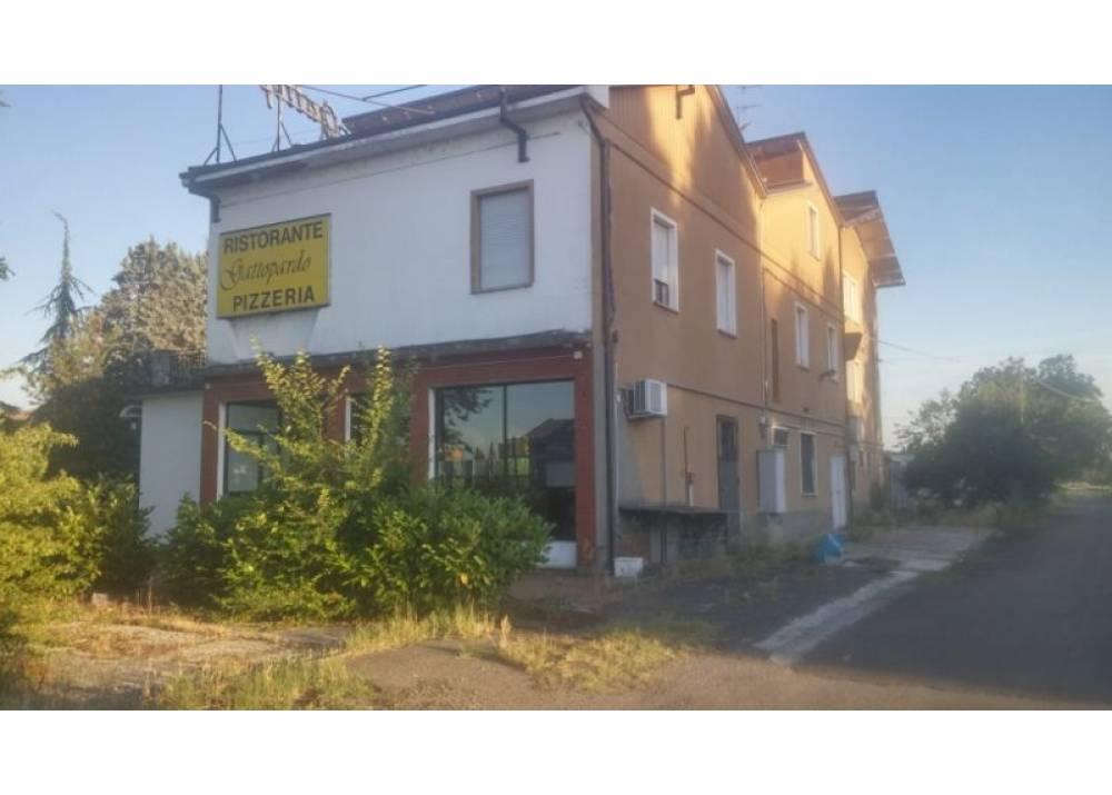 Affitto Locale Commerciale a Sant`Ilario D`enza monolocale  di 1200 mq