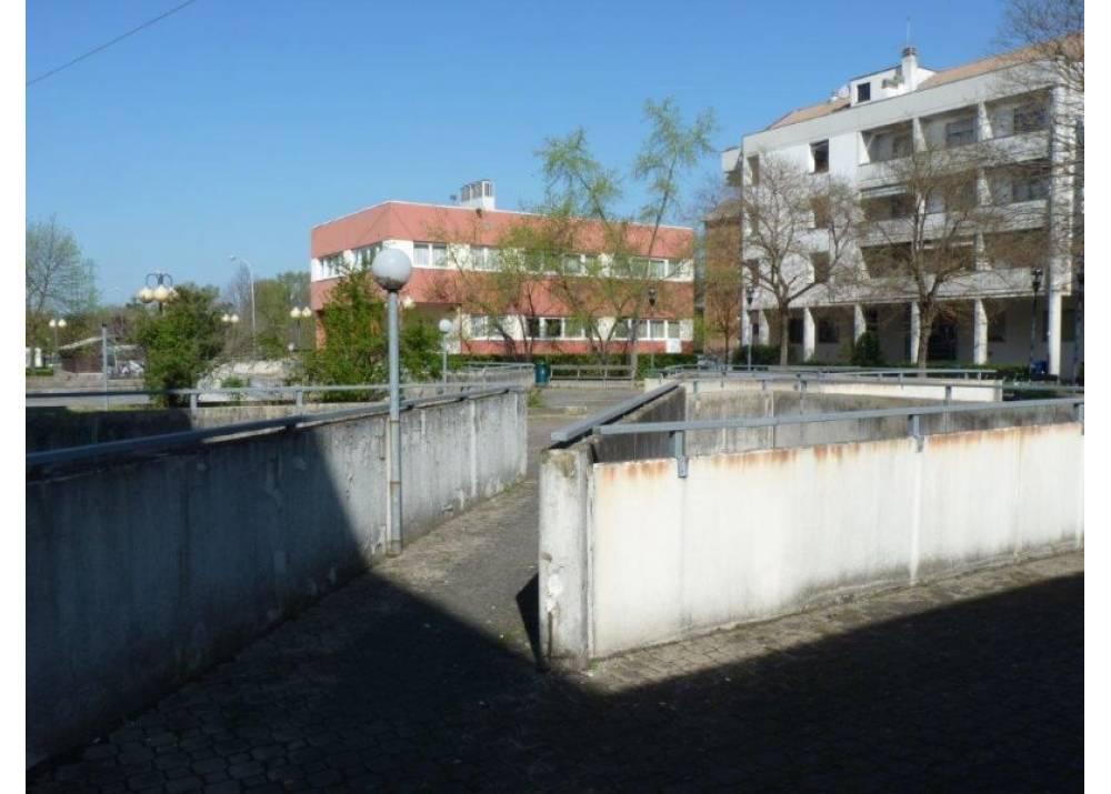 Vendita Negozio a Parma Piazza Caduti di Superga montanara di 100 mq