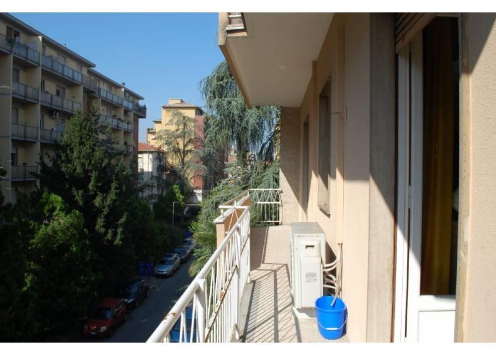 Vendita Appartamento a Parma quadrilocale Lat. Via Zarotto di 130 mq
