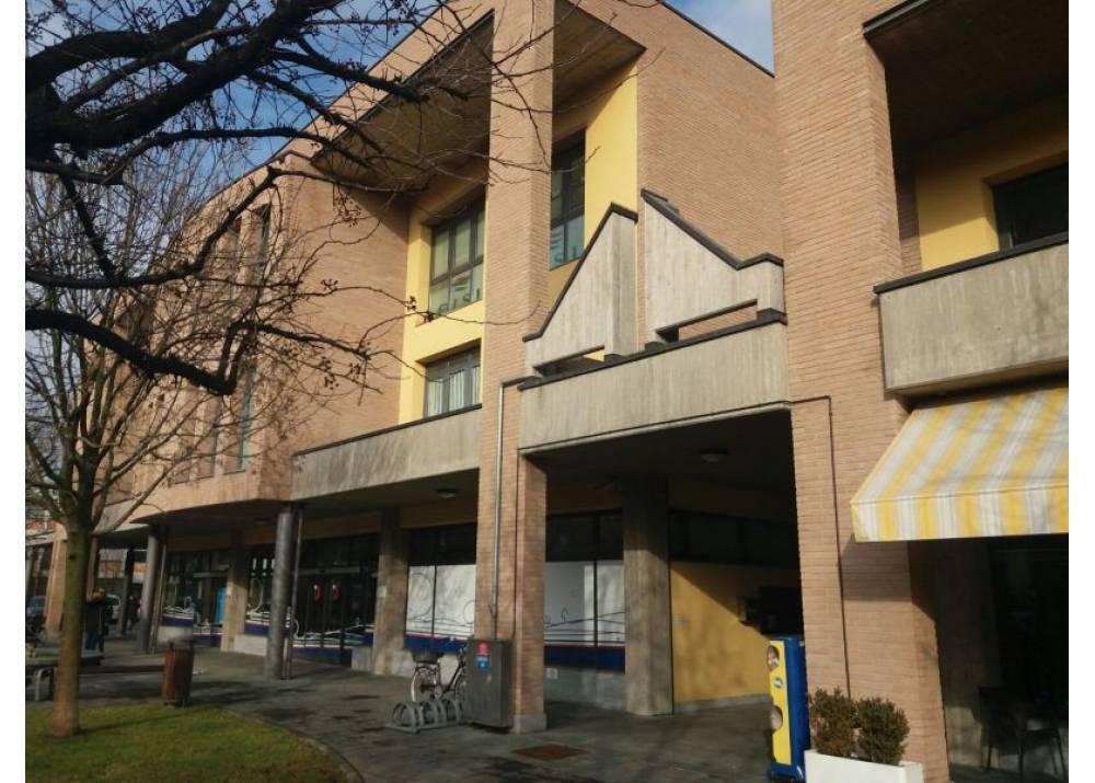 Affitto Locale Commerciale a Sant`Ilario D`enza Via Enrico Berlinguer  di 40 mq