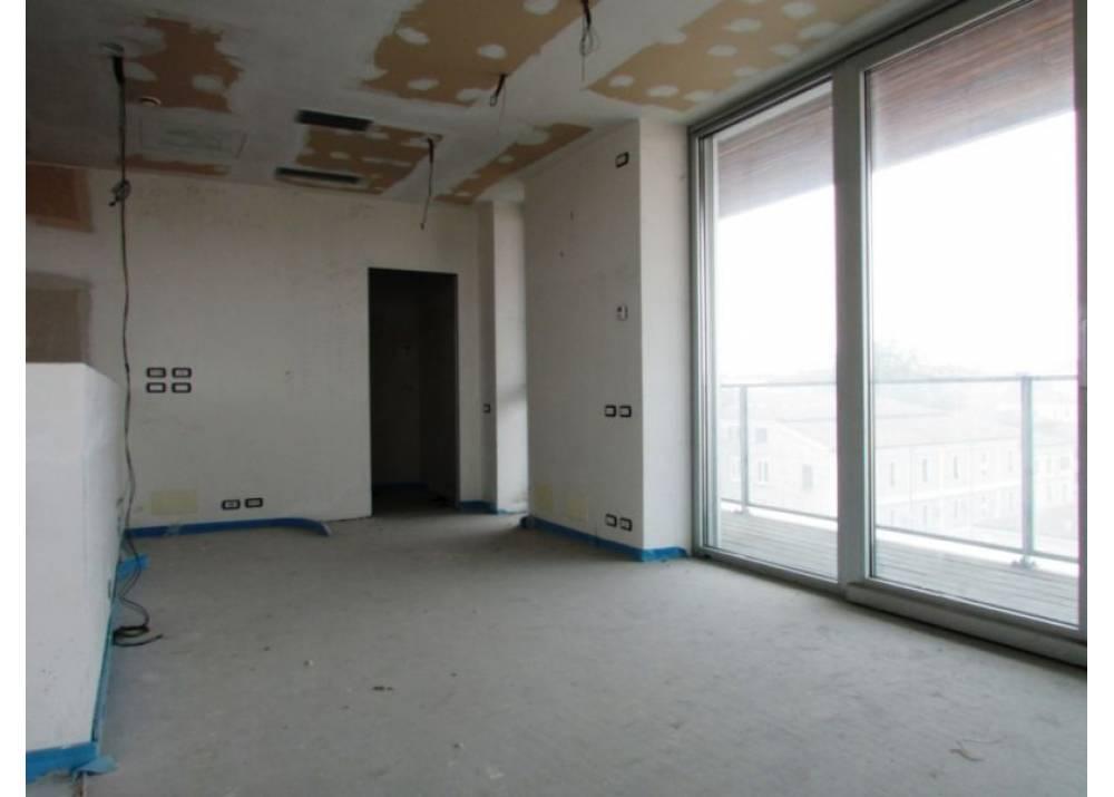Vendita Appartamento a Parma quadrilocale Q.re Pasubio di 197 mq
