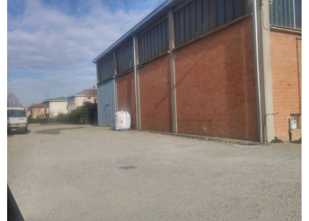 Affitto Locale Commerciale a Parma monolocale  di 313 mq