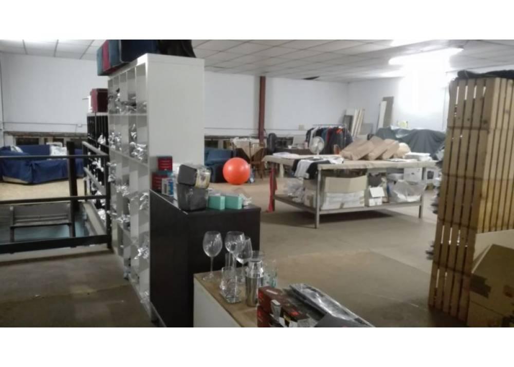 Vendita Locale Commerciale a Parma monolocale Ex Salamini di 260 mq