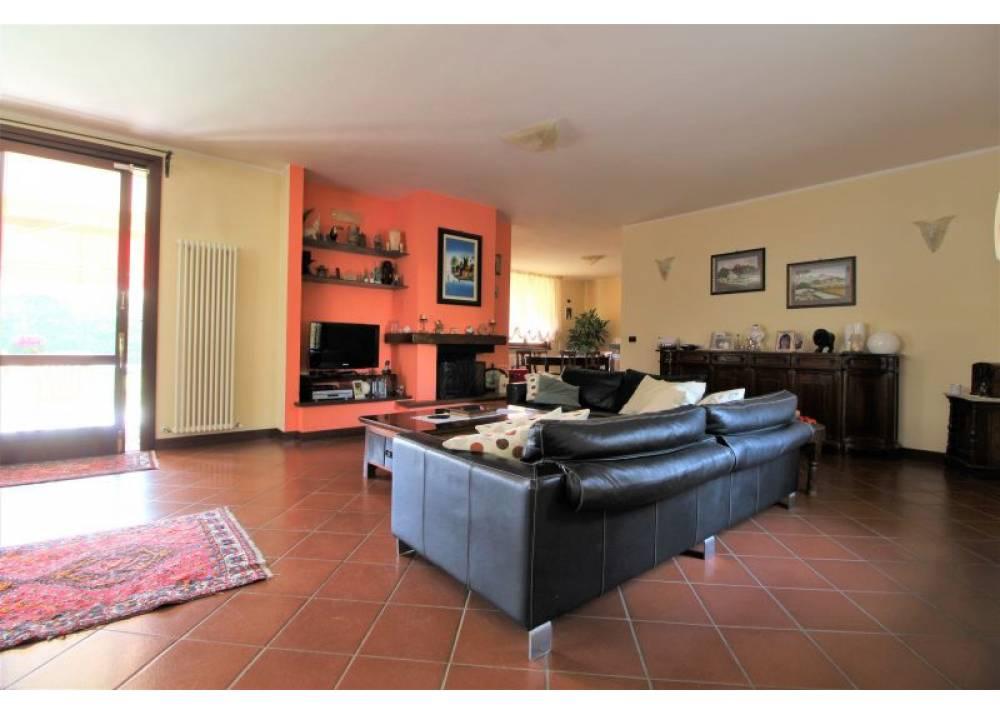 Vendita Villa a Traversetolo quadrilocale  di 350 mq