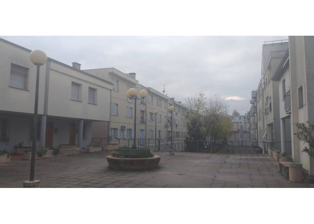 Affitto Locale Commerciale a Parma monolocale  di 85 mq