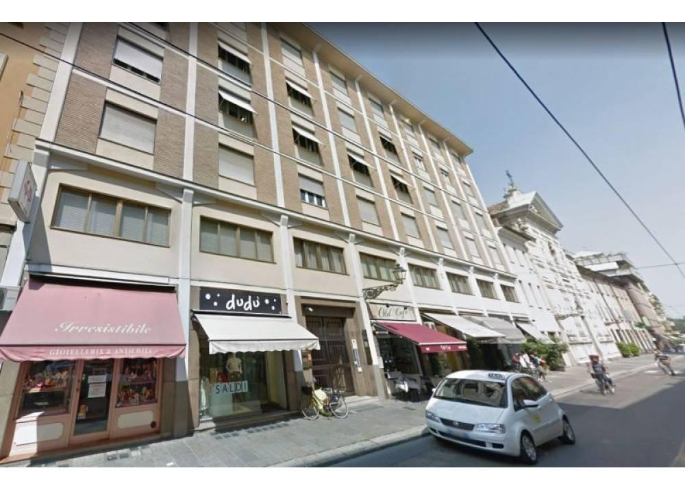 Affitto Locale Commerciale a Parma monolocale Parma centro di 157 mq