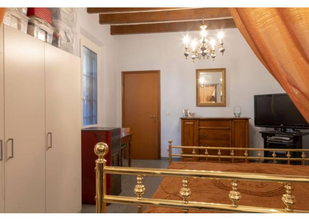 Vendita Casa Indipendente a Parma  Paullo di 232 mq