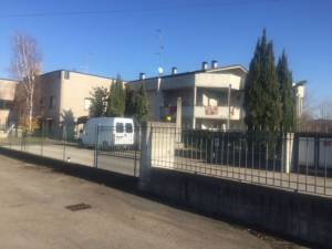 Vendita casa indipendente a Parma - Botteghino