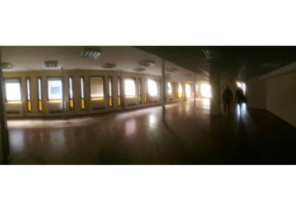 Affitto Locale Commerciale a Parma monolocale Parma centro - Stazione di 1700 mq