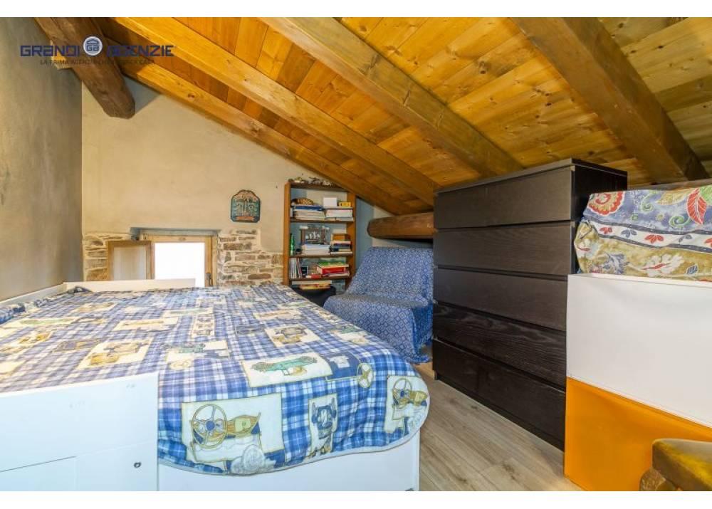 Vendita Casa Indipendente a Valmozzola  Valmozzola di 470 mq