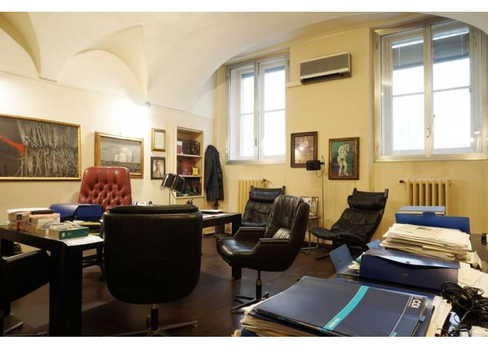 Vendita Locale Commerciale a Parma monolocale Centro storico di 94 mq